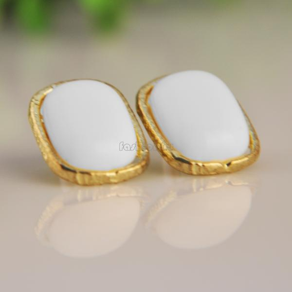 white-flower-ear-studs-stud-clear-rhinestone-allergy-free-pin-earrings-earring