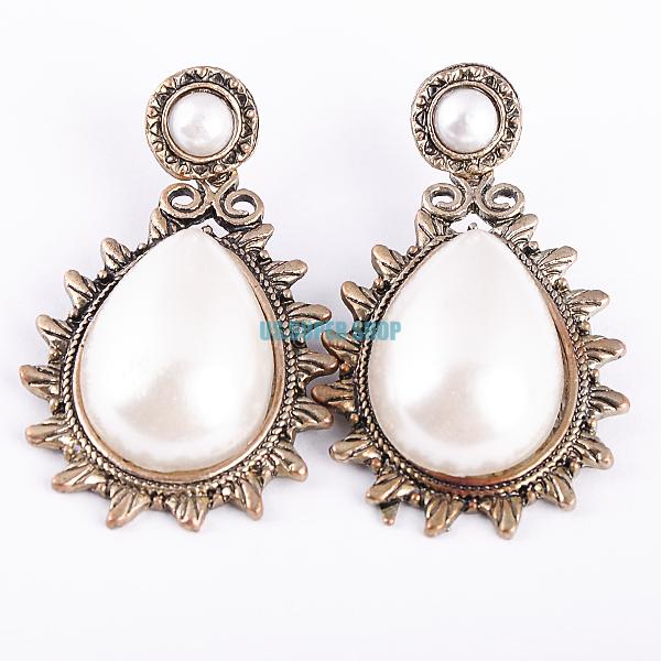 Stylish pearl earrings for stylish